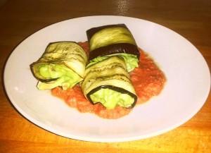 auberginen-roellchen-avocado-fuellung