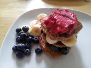 vegane-pfannkuchen-himbeereis